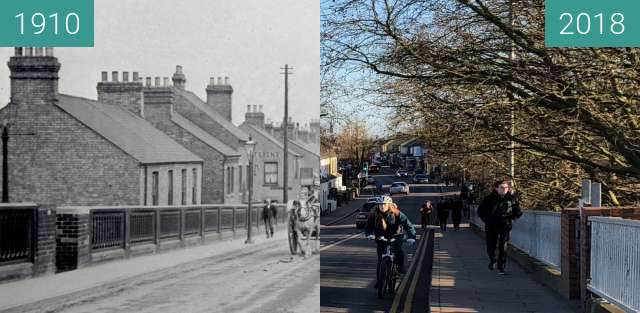 Before-and-after picture of Romsey from Mill Road bridge between 1910 and 2018-Jan-07